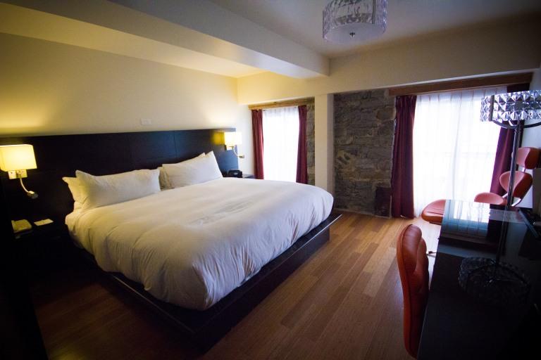 """Le Petit Hotel Montreal room"""