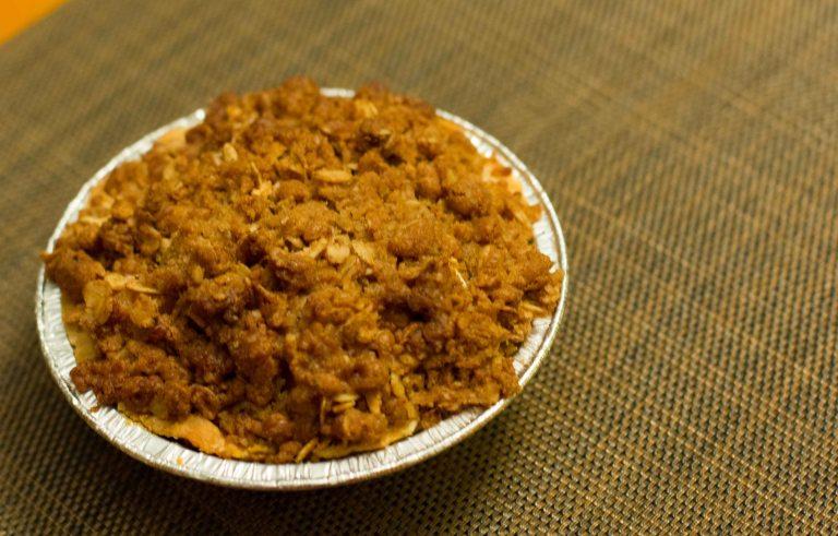 """Leodas Maui Apple Crumble pie"""