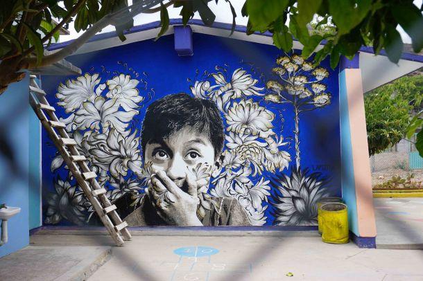 Lapiztola Oaxaca street art blue