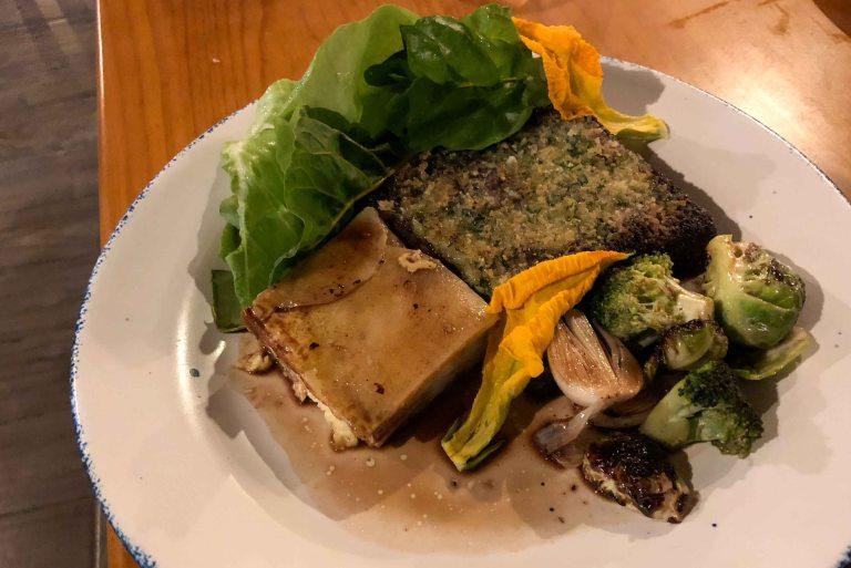Short rib - Costilla cotta de res braced al vino tinto, gratin de papa y vegetales de temporada